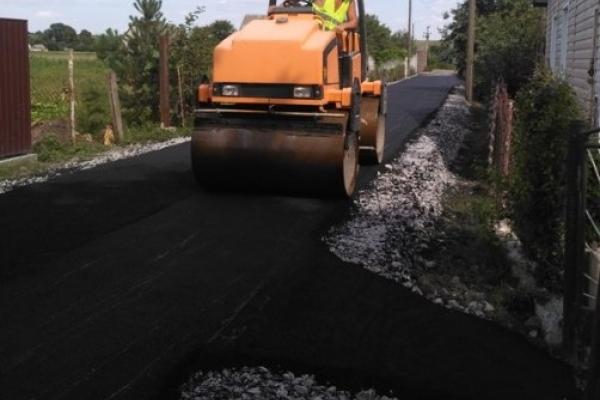 На Рівненщині за місяць збудували місцеву дорогу