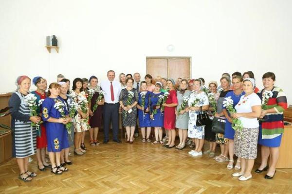 Матерям-героїням Рокитнівського району вручили почесні відзнаки