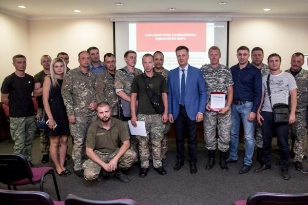 Валентин Наливайченко представив свій мирний план в Дніпрі (Фото)