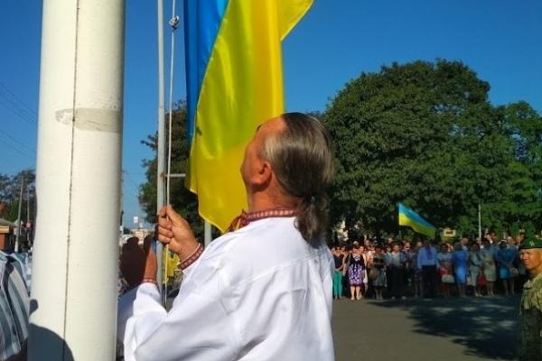 В Дубровиці піднімав прапор батько загиблого бійця