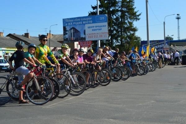 У Здолбунові влаштували патріотичну велопрогулянку (Фоторепортаж)