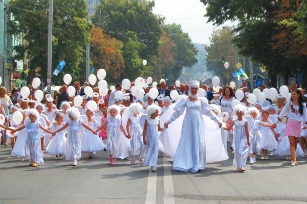 Центральною вулицею Рівного пройшли янголята (Фото)