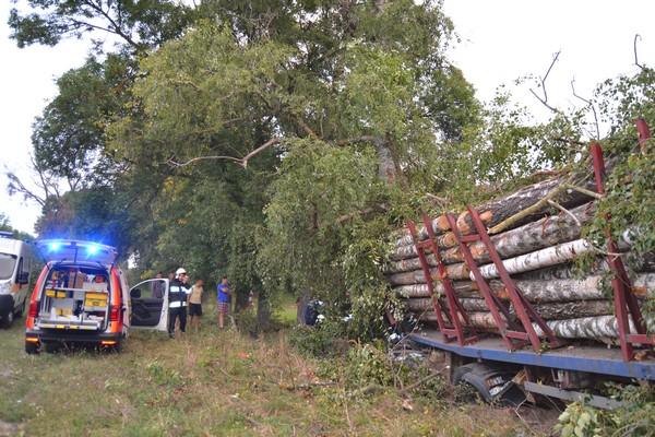 На Рівненщині у ДТП загинув водій вантажівки (Фото)