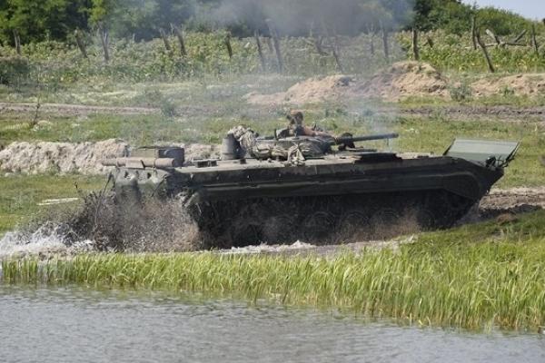 На Рівненський загальновійськовий полігон з'їжджається військова техніка