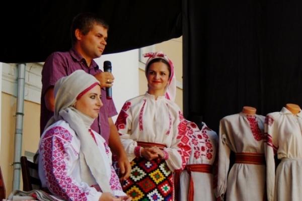 У Рівному вдруге відбувся День традиційного автентичного костюма
