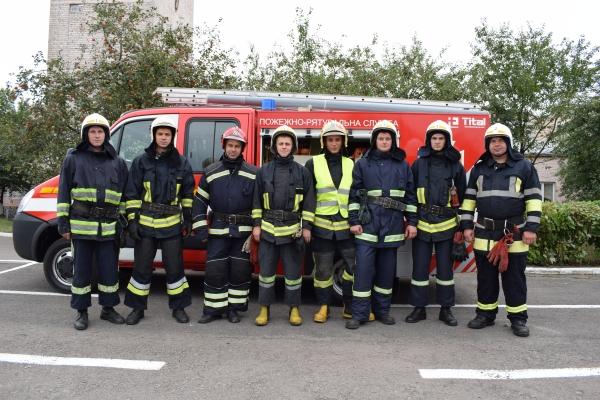 Рівненські рятувальники провели навчання з деблокування потерпілих у ДТП (Фото)