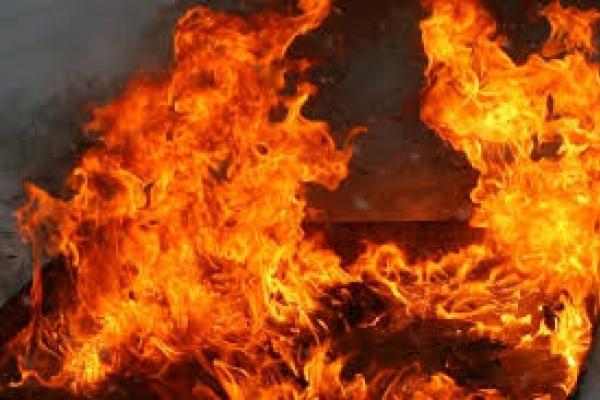 На Рівненщині згоріла будівля та зерно
