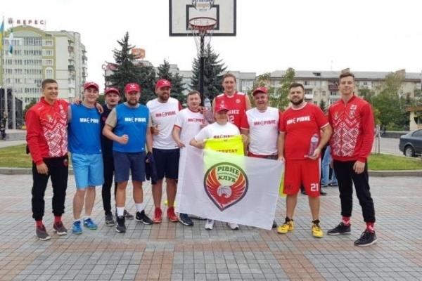 Депутати грали на майдані у баскетбол