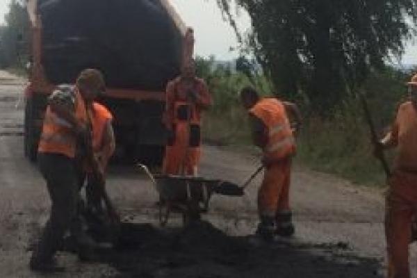 На Рівненщині ремонтують дорогу з Рачина до траси «Київ-Чоп» (Фото)