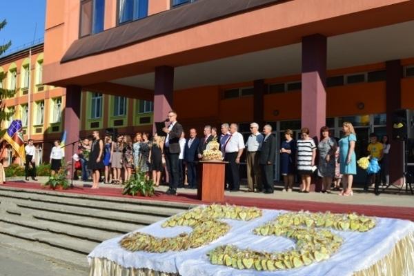 Міський голова Рівного привітав рідну школу з ювілеєм