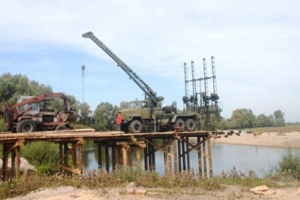 Через річку Горинь на Рівненщині будують міст (Фото)