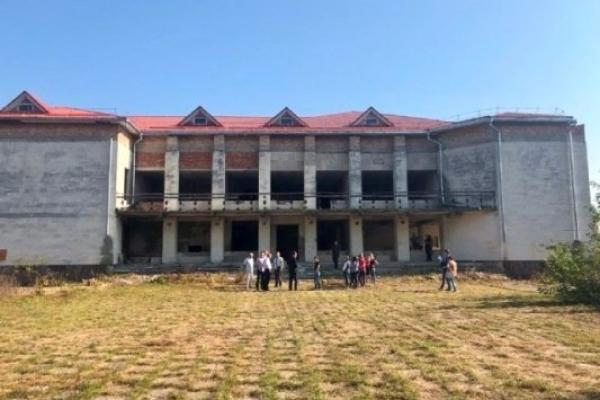 Занедбаний будинок культури перебудують під сучасну школу у Жобрині на Рівненщині