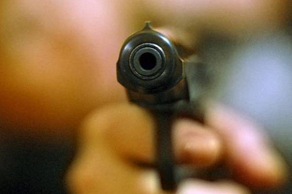 У Володимирці чоловік стріляв на вулиці