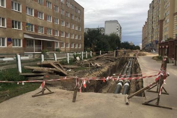 У Рівному на Буковинській ходити небезпечно  (ФОТОРЕПОРТАЖ)