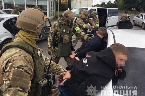 Зловмисників, які обікрали квартиру на Рівненщині, затримали (Фото)