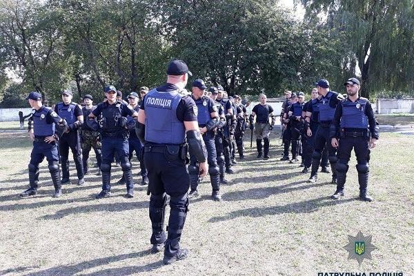 Рівненські патрульні удосконалювали навички забезпечення публічної безпеки та правопорядку в громадських місцях (Фото)