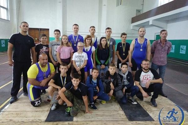 У Костополі змагалися ветерани важкої атлетики Рівненщини