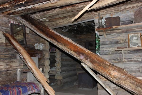 На Рівненщині руйнується музей-криївка (Фотофакт)