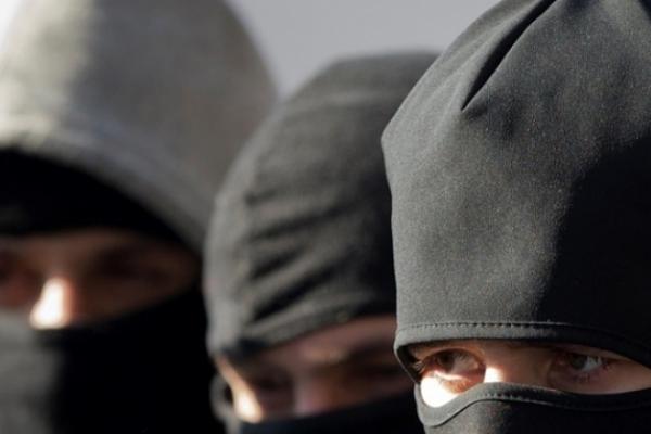 Невідомі у масках перешкоджають  журналістській діяльності