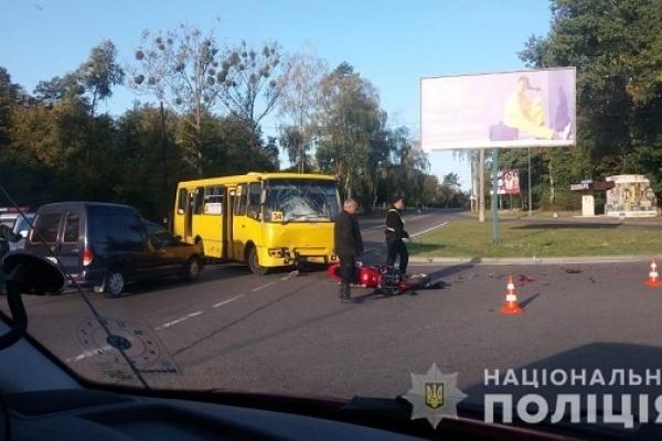 ДТП за участі маршрутки та мотоцикла сталася у Рівному (Фото)