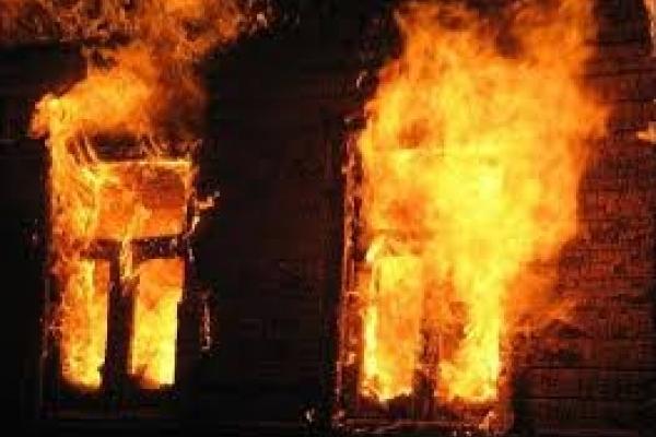 На Рівненщині палав житловий будинок