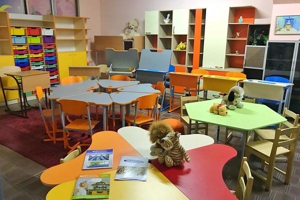 Яскраві стіни школи та ігри на коридорах: освітяни показали, як впроваджують НУШ на Рівненщині (Відео)