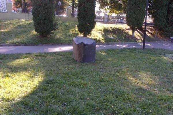 У Рівному вандали знищують знаки зодіаку (Фото)