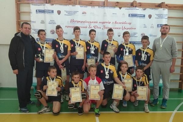 Острозькі волейболісти - срібні призери Всеукраїнського турніру