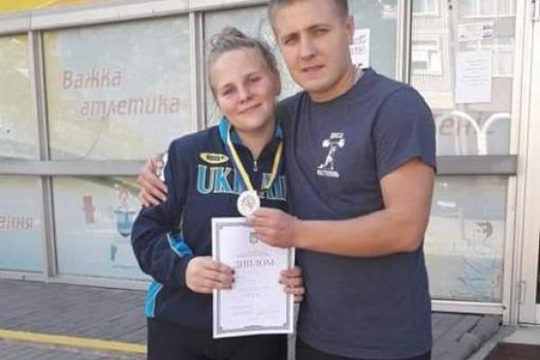 15-річна білявка з Костополя здобула срібло у важкій атлетиці