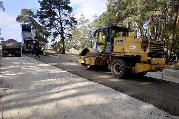 На 33 вулицях Рівненщини вже проклали новий асфальт