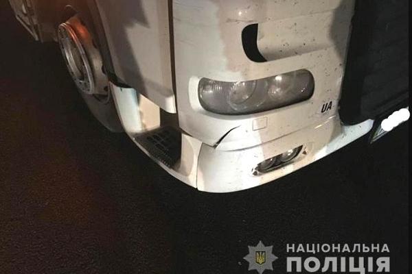 Пішохід, якого збила вантажівка на трасі «Київ-Чоп», у реанімації (Фото)