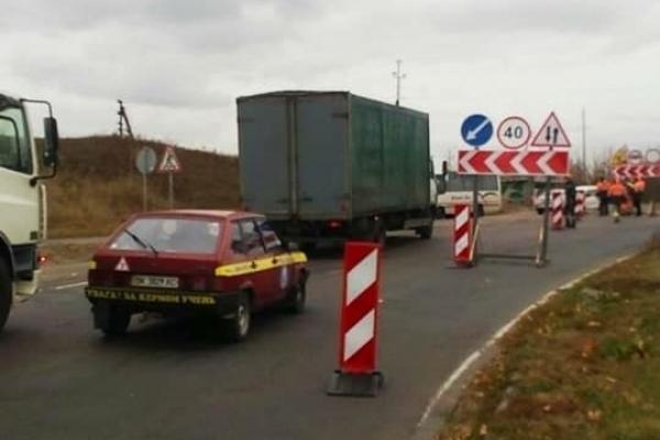 Рух на автодорозі «Устилуг-Луцьк-Рівне» ускладнено через ремонт (Фото)