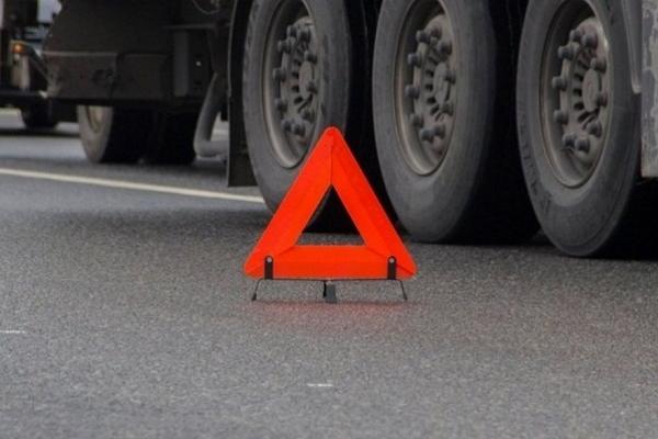 З кювету на Рівненщині витягали вантажівку