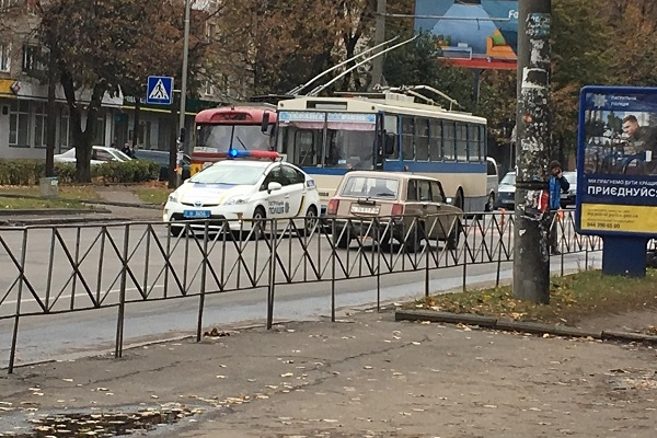 У ДТП за участі тролейбуса в Рівному постраждала жінка (Фото)