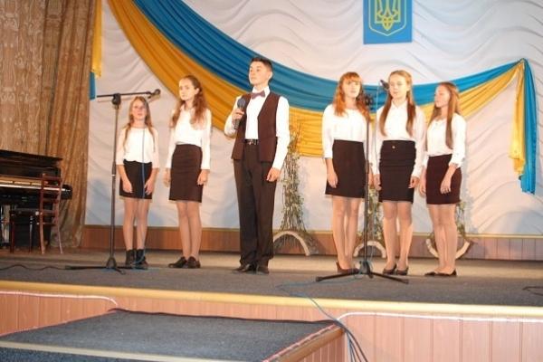 Із піснею «Я тебе ненавиджу війна» ансамбль з Острожчини переміг на конкурсі патріотичної пісні (Фото)