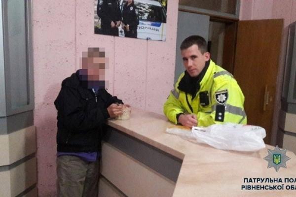 Підліток втік з дому на Дубенщині аж до Рівного, бо над ним вчиняли фізичне насильство