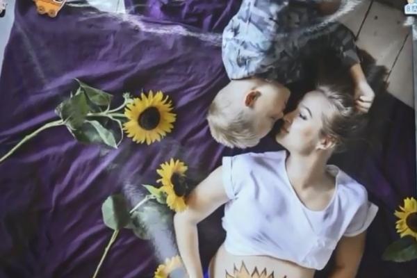 Фотовиставку проекту «Пузата мама» відкрили у Рівному (Відео)