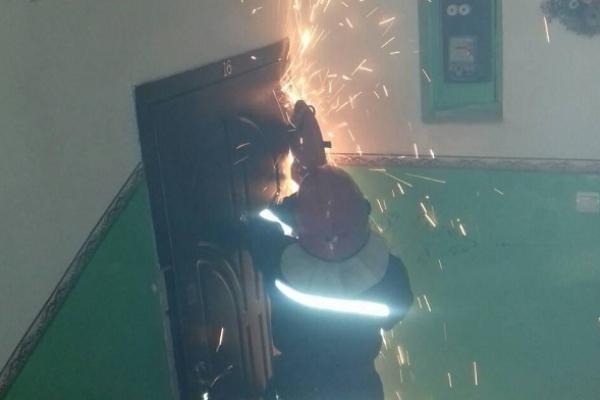 На Рівненщині визволяли з зачиненої квартири персіонерку (Фото)