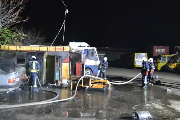 Рівненські рятувальники гасили легковий автомобіль, мікроавтобус та дизельну заправку (Фото, відео)