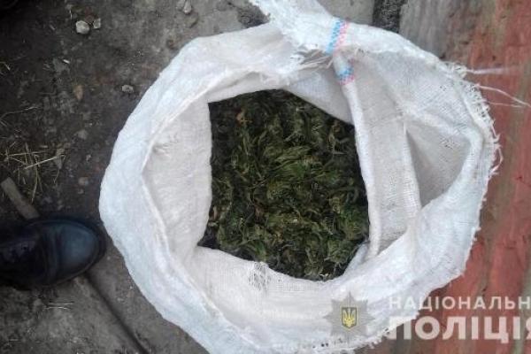 Півмішка марихуани виявили поліцейські на Здолбунівщині