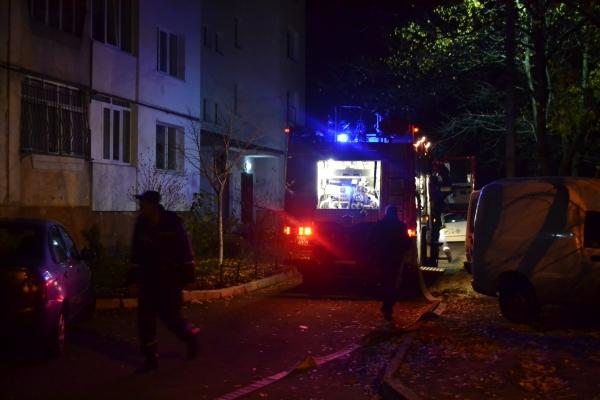 Вогнеборці врятували двох жінок під час пожежі у Рівному (Фото)