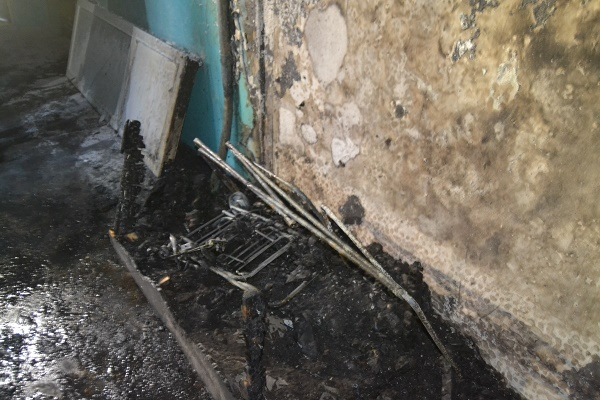 Через пожежу з рівненської багатоповерхівки евакуювали її жителів (Фото, відео)