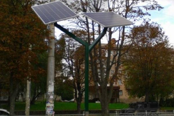 У Рівному не працюють два «сонячні дерева» (Відео)