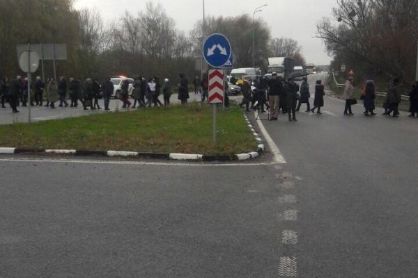 На Дубенщині рух автодорогою «Київ-Чоп» заблокували мітингарі
