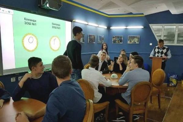 РАЕС викликає обізнаних та азартних школярів на брейн-ринг