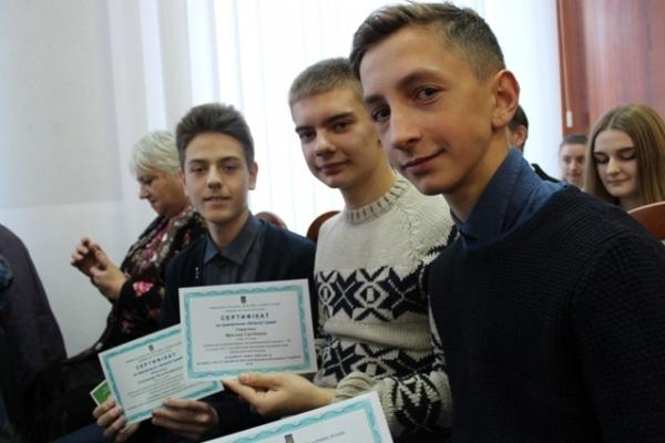На Рівненщині обдарована молодь отримала грошові премії