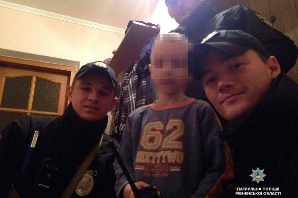 Хлопчика, який загубився вчора в Рівному, повернули додому (Фото)
