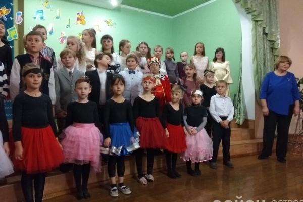 В Острозькій дитячій школі мистецтв дебютували першокласники (Фото, відео)