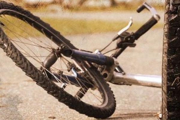 У Рівненському  районі автомобіль збив велосипедиста