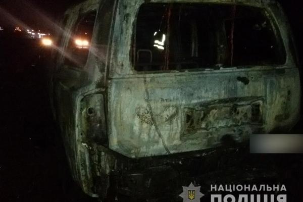 Рівненські поліцейські розшукують зловмисника, який підпалив автомобіль у Бармаках (Фото)